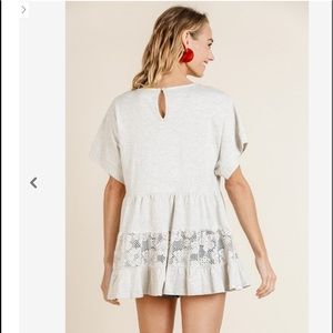 Umgee Tops - UMGEE OATMEAL S/S RUFFLE HEM TOP WITH FLORAL LACE